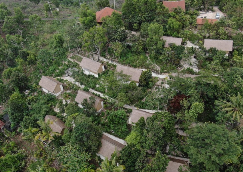 Overview of cottages at the Mesare Resort, Nusa Penida