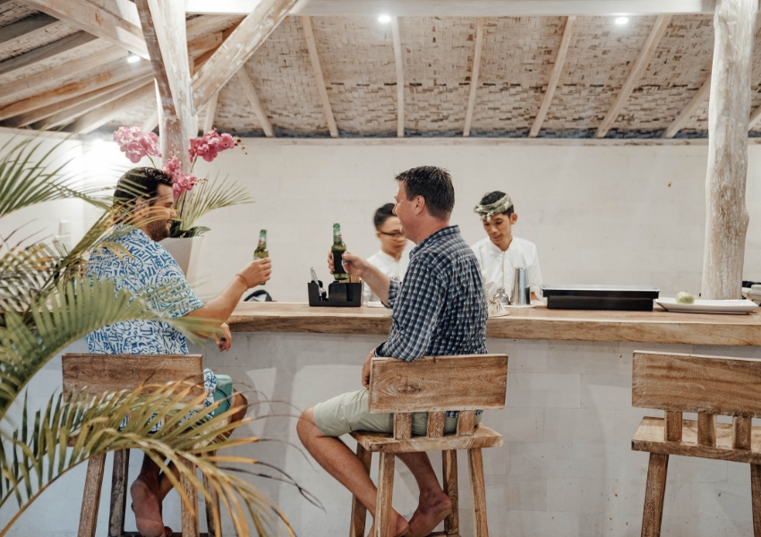 """Our bar serves a wide range of fresh tropical fruit juices, lassis, smoothies, beers, wines and spirits and our Bartender will go the extra mile to concoct the perfect """"Mesare"""" Cocktails."""